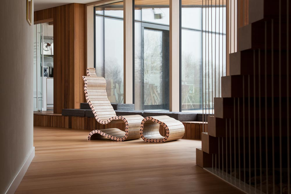 Modern Lounge Chair Design Inspired By The Human Spine - Spyndi