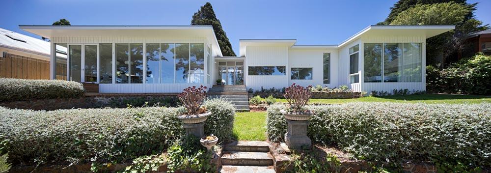 modern mid century house facade - Newtown House