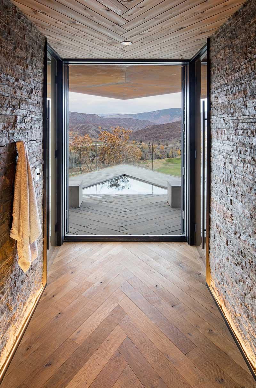 modern mountain home hot tub sl - Owl Creek