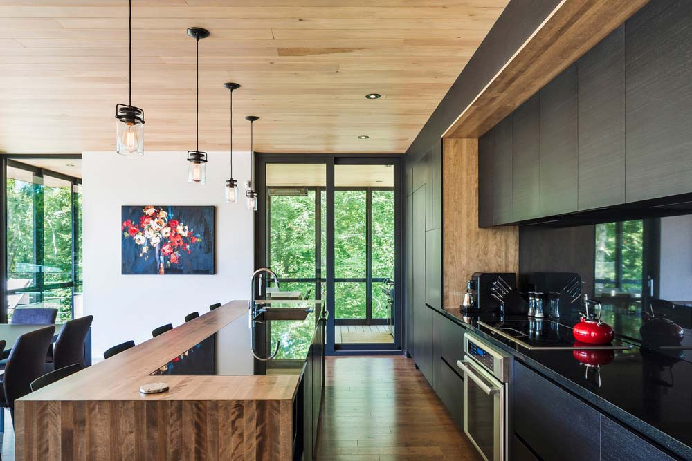 Modern Mountain Home On A Steep Rocky Lot In Quebec S Laurentians