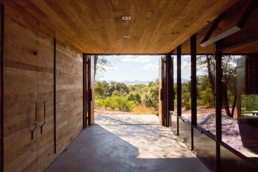 modern off grid cabin dust2 - Casa Caldera