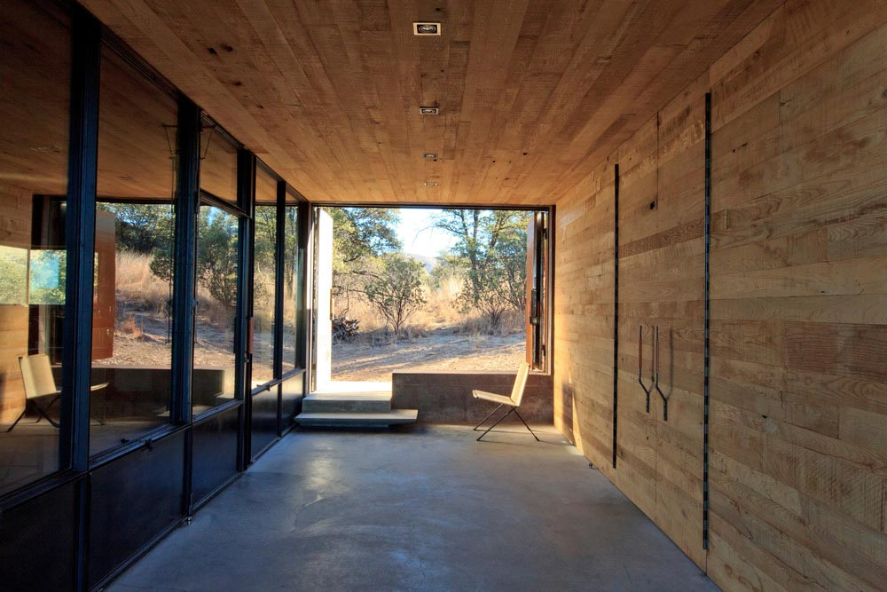 modern off grid cabin entry dust - Casa Caldera