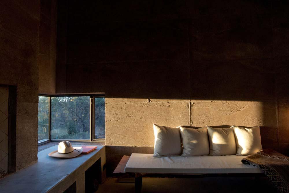 modern off grid cabin living dust3 - Casa Caldera