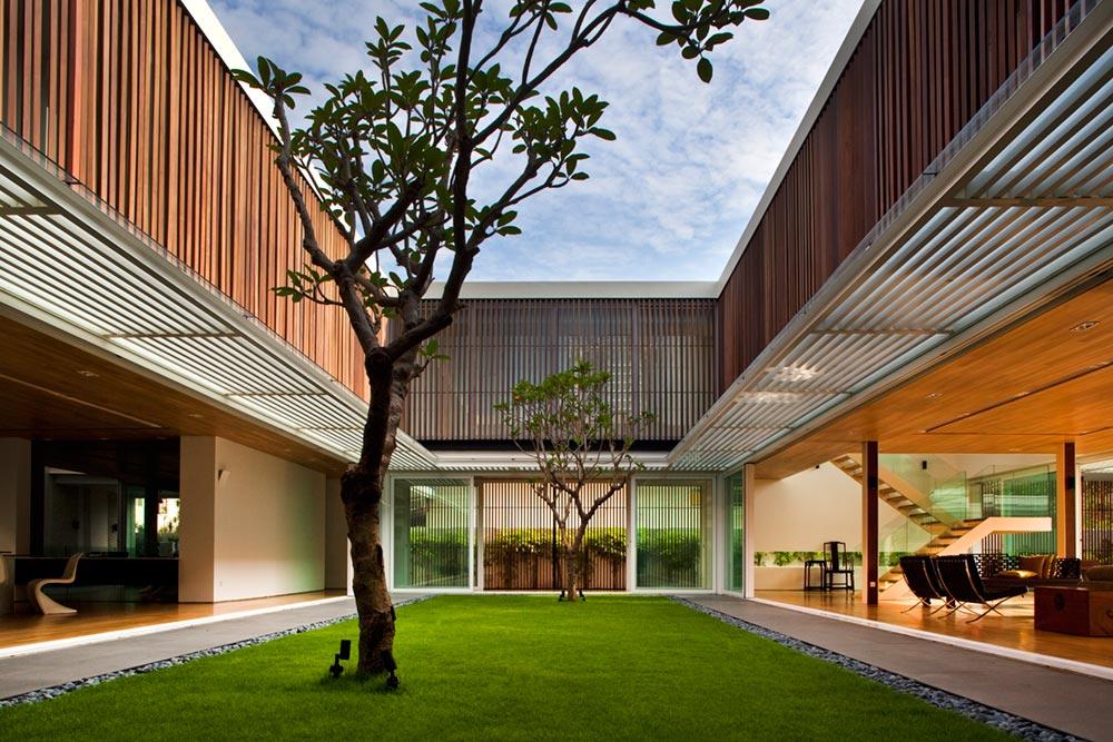 Central Courtyard Home Creates An Oasis For Light Air
