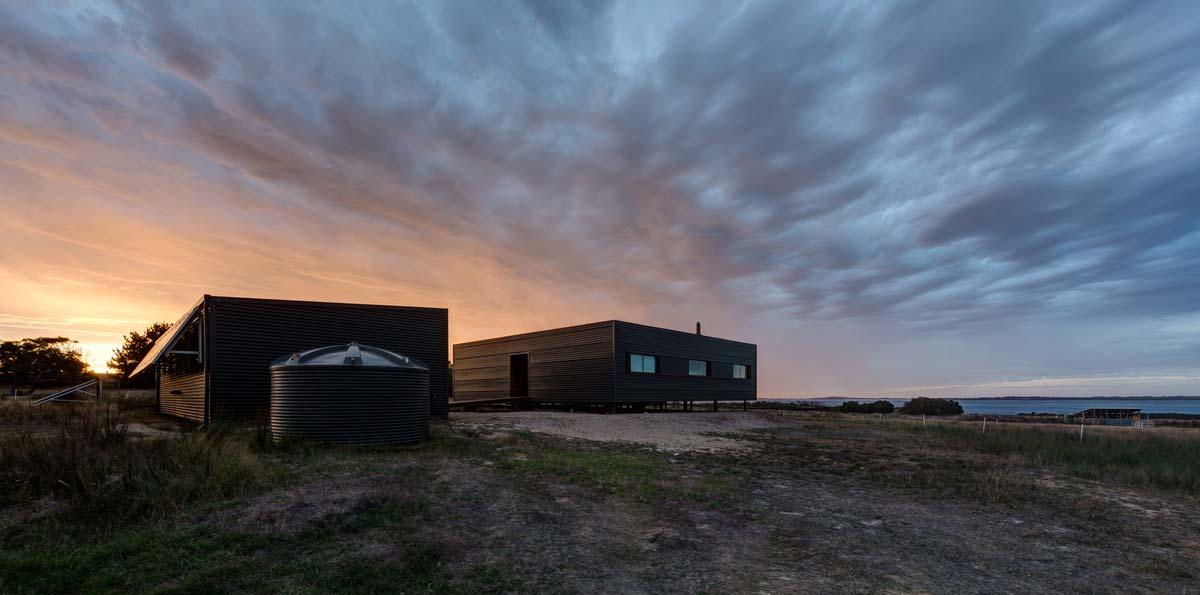 modern prefab farmhouse exterior lcb - Caravanserai Prefab Farmhouse