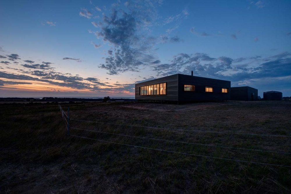 modern prefab farmhouse lcb 1000x668 - Caravanserai Prefab Farmhouse
