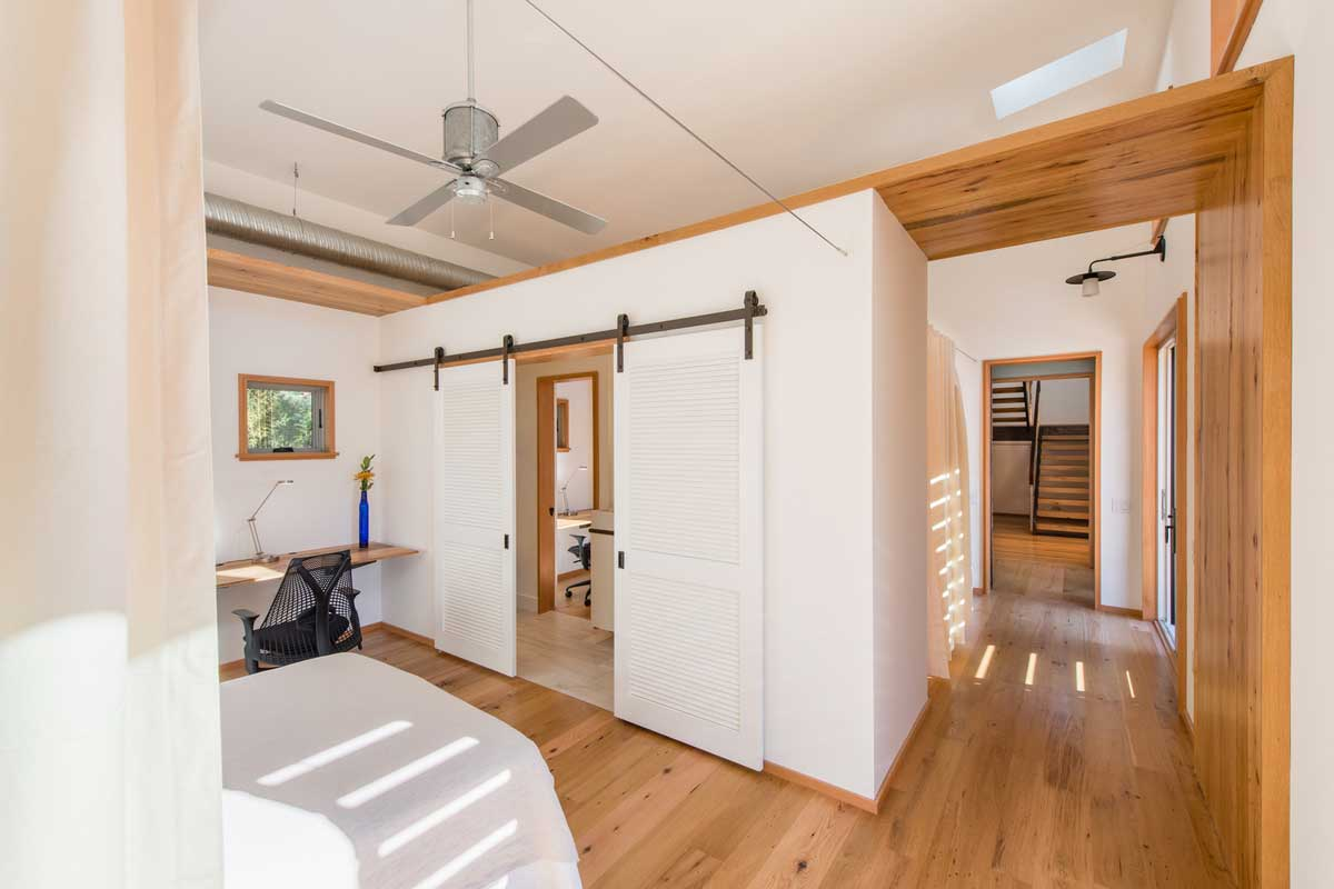 modern river house bedroom ga - Home on the Intracoastal Waterway