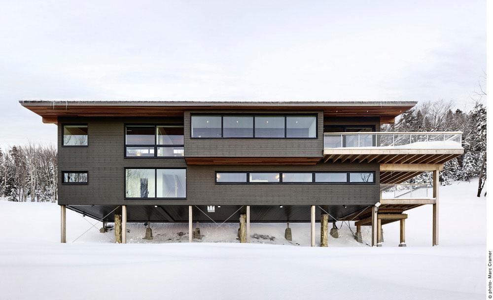 Modern ski chalet designed as a weekend retreat in quebec - Chalet moderne ...