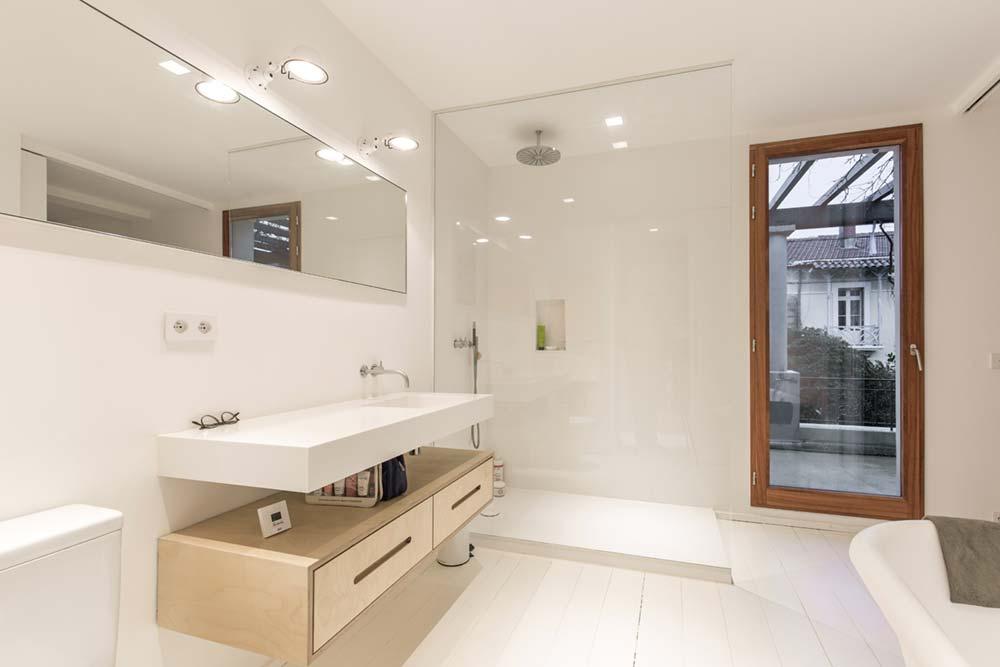 modern townhouse bathroom design - Townhouse Renovation in Montpellier