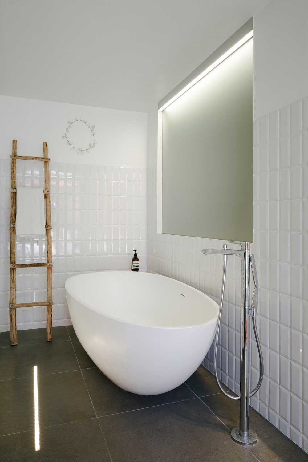modern villa bathroom design - GOM House