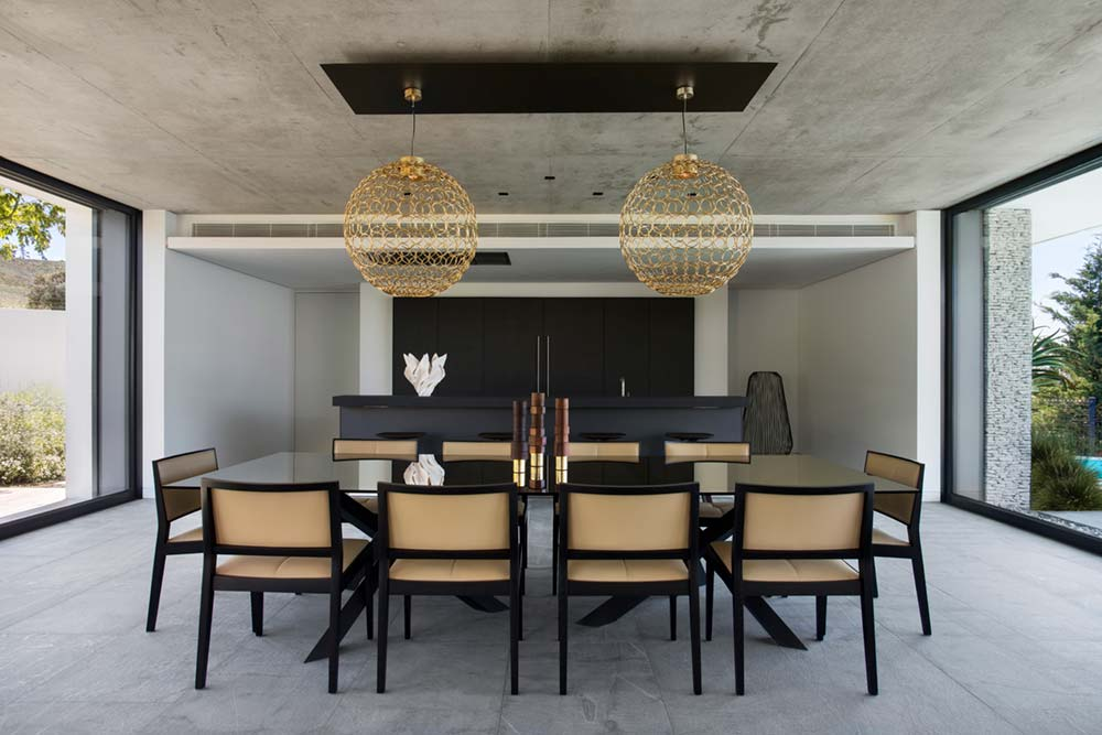 Elegant Dining Room Design - Black & Gold