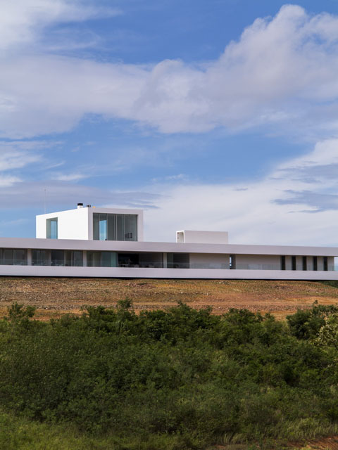 150m Weekend House: longest house of the century