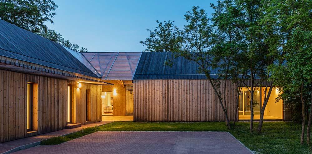 modern wooden house side arc - Modern Wooden House
