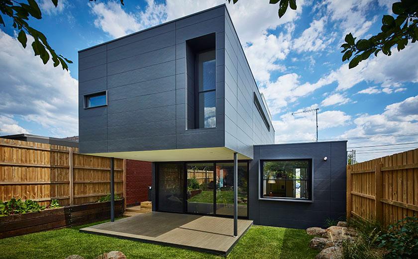 Modern prefab modular family home in melbourne suburbs for Prefab homes melbourne