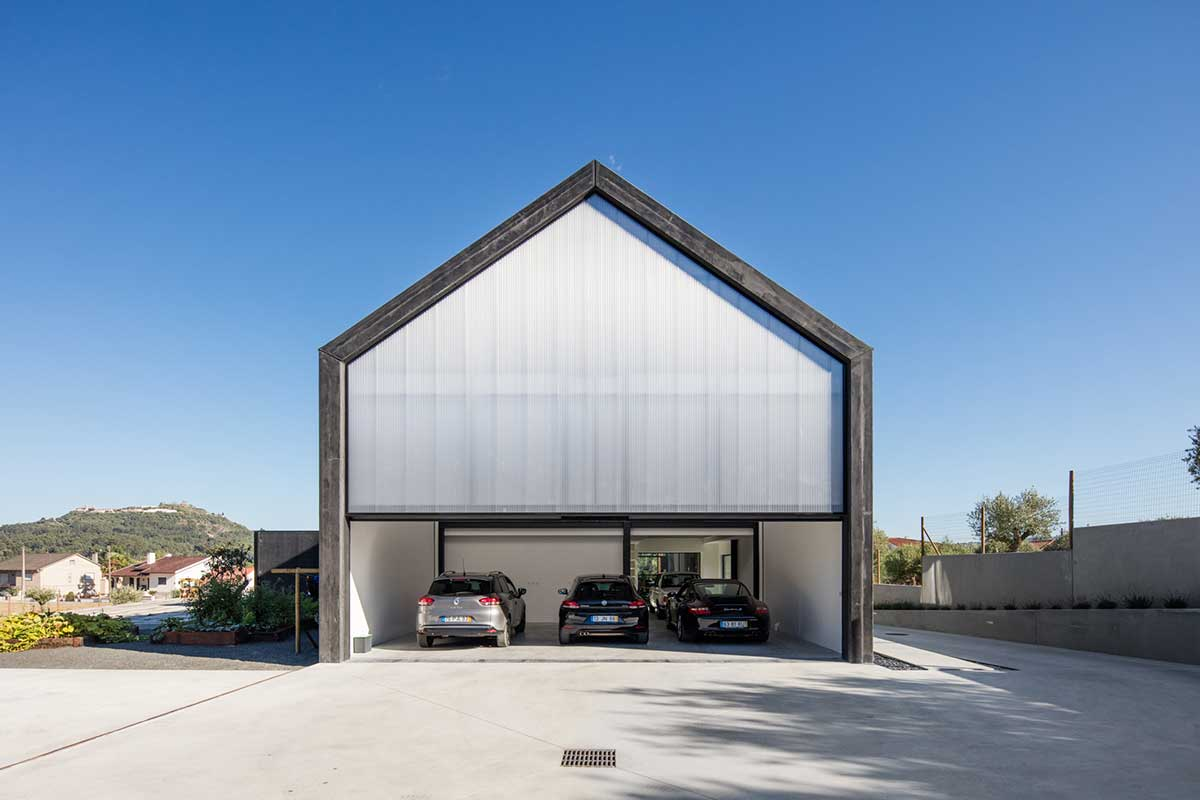 modular prefab house back garage - House in Ourem