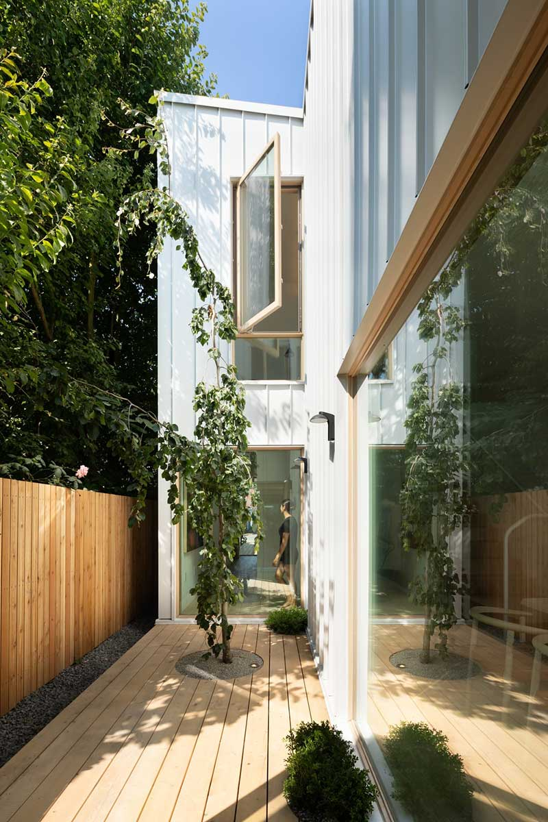 narrow home design side - Saint George House