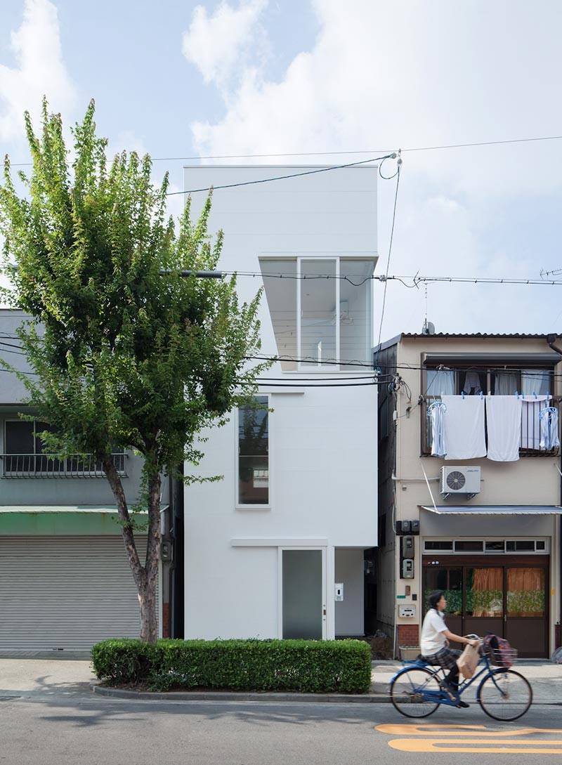 narrow house japan ki 800x1089 - House In Tamatsu