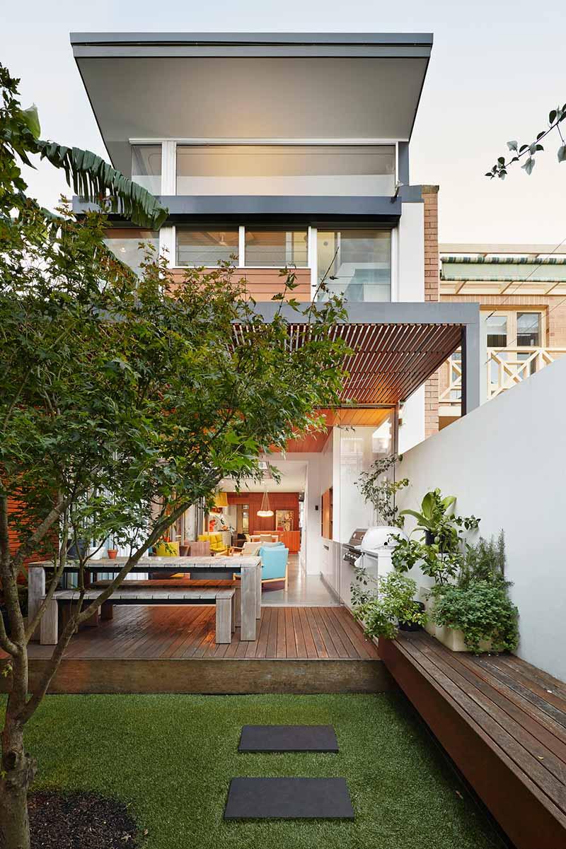 narrow lot house design back era - Courtyard House