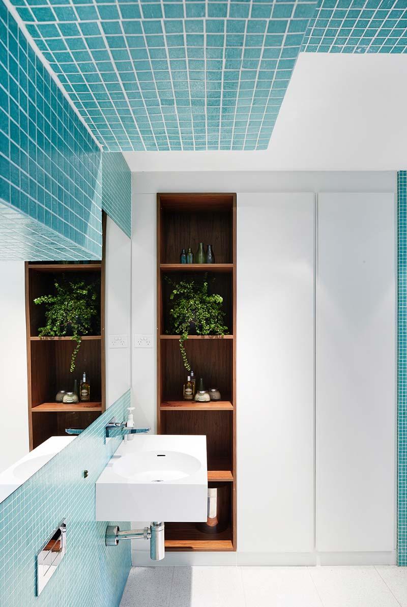 narrow lot house design bathroom era - Courtyard House