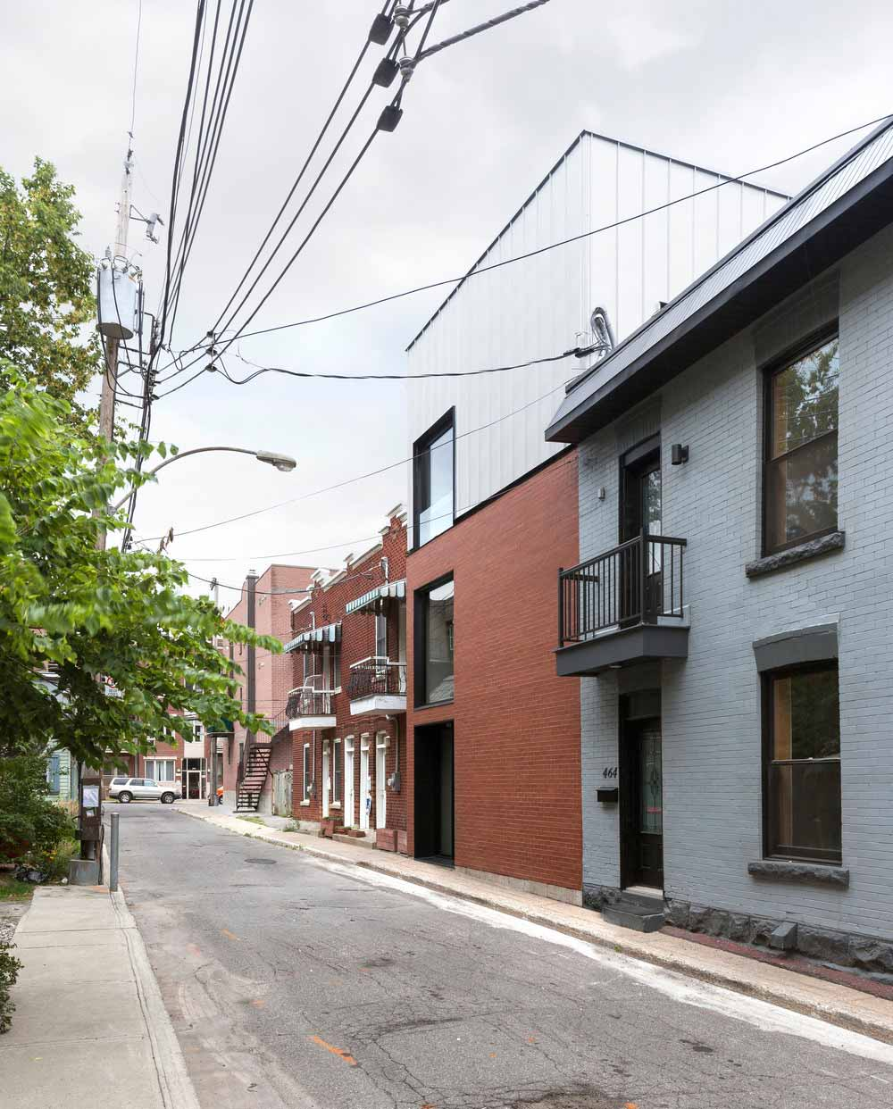 Narrow lot modern home design
