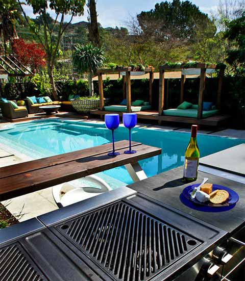Modern backyard makeover jamie durie garden patio for Pool design book