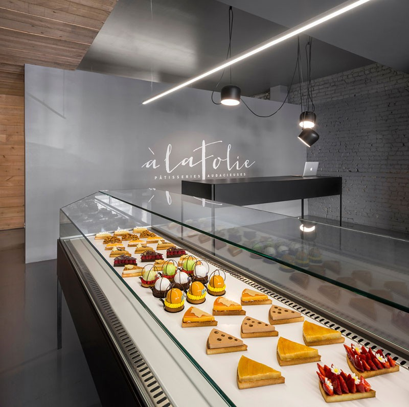 Design of a pastry shop storefront beautiful interiors for Meuble bricks montreal