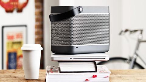 portable-speaker-beolit12-2