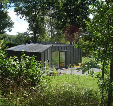 The vato guest house living in the garden prefab cabins for Prefab garden house