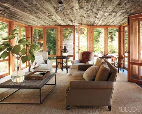 Renovated barn house a delightful disarray barn houses for Barn home interiors
