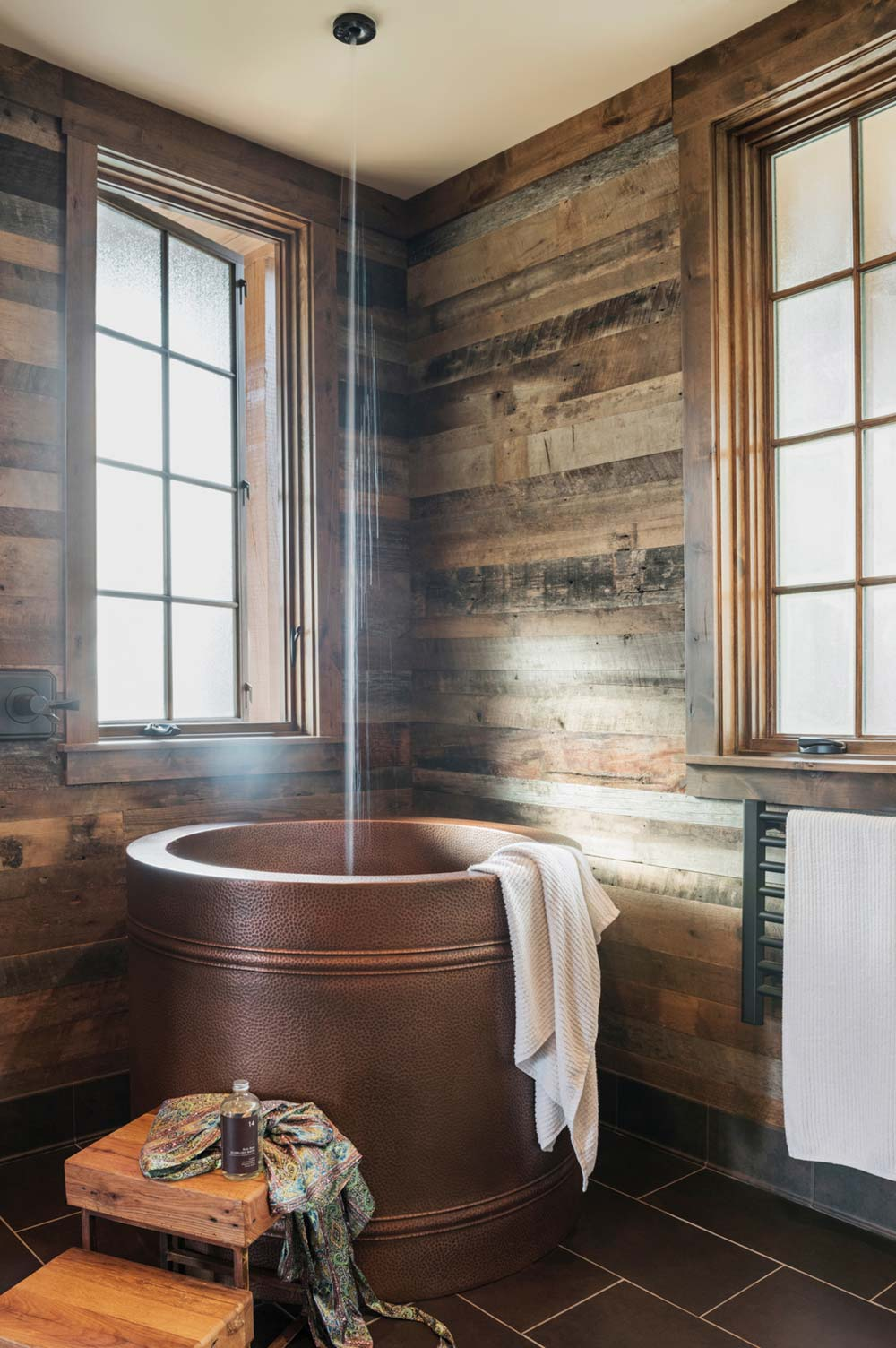 rustic mountain home design tub - East Tennessee Residence