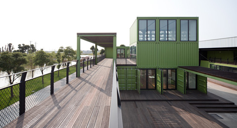 shipping-container-farm-plyz8