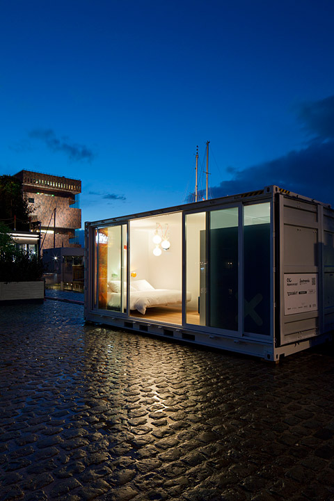shipping-container-hotel-sa8