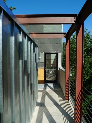 sloped-lot-house-6