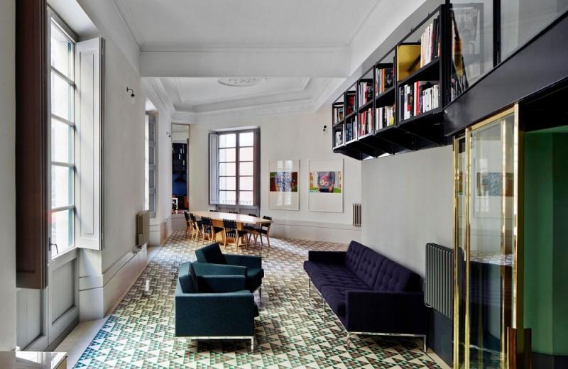 small apartment remodel ca 800x520 - Barcelona Gothic Quarter Apartment