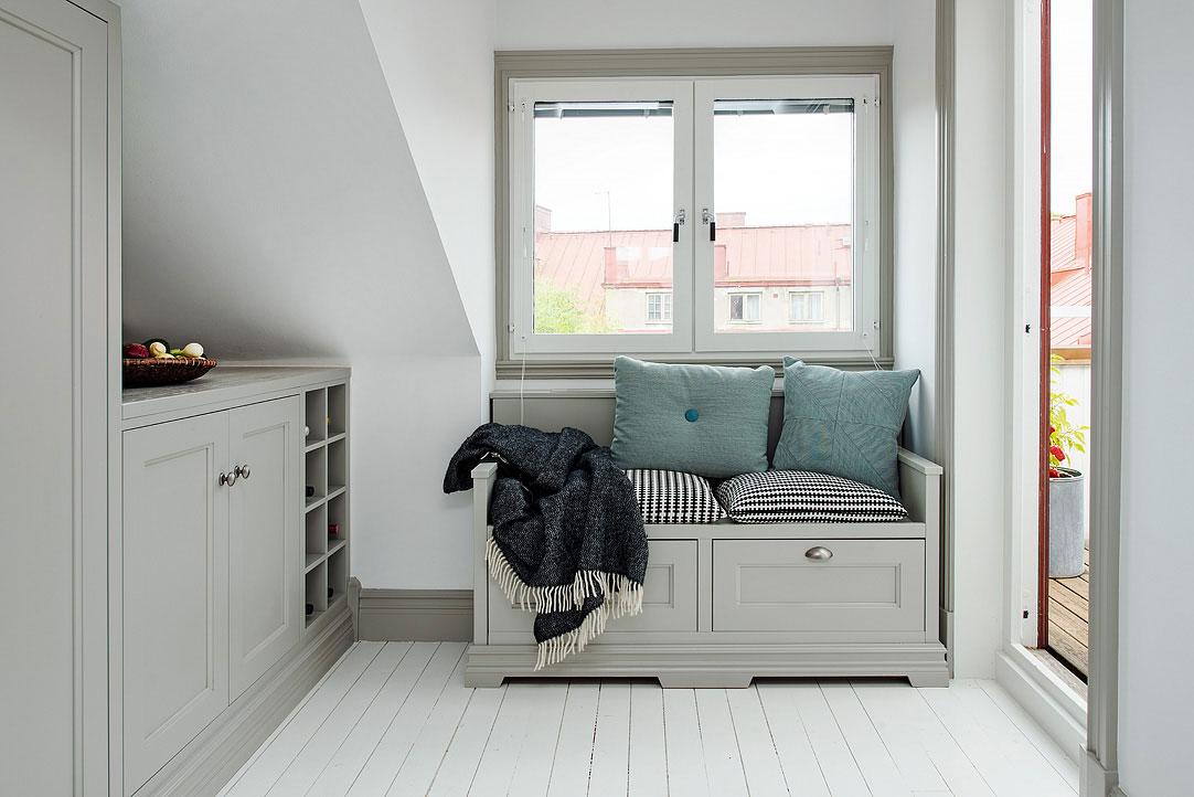small-attic-apartment-10