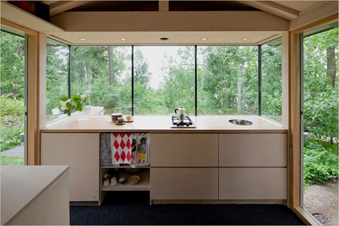 small-cabin-kitchen-helsinki