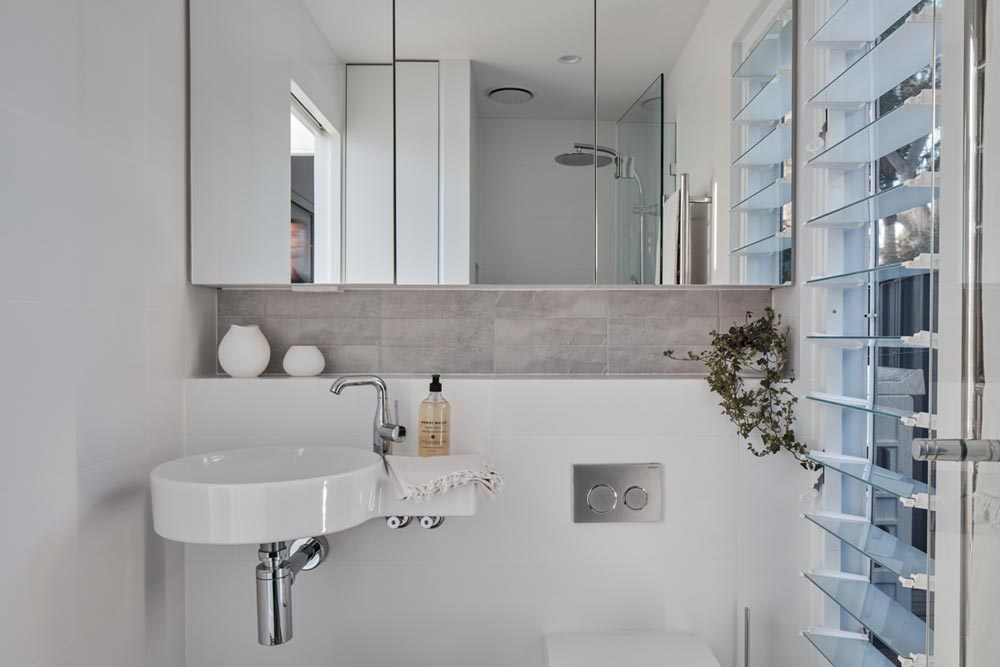small house bathroom design ia - Tiny Haus