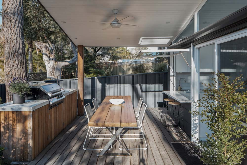 small house design outdoor dining - Tiny Haus