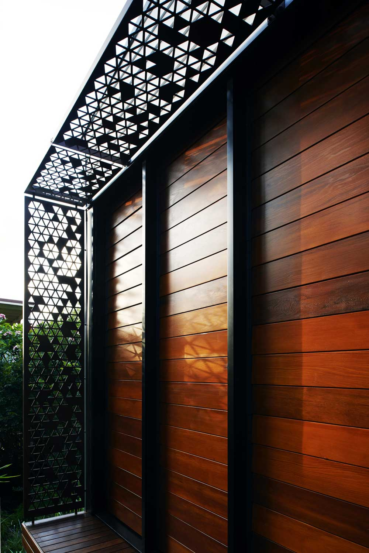 small infill house awning design rd - Woolloongabba gardenhouse