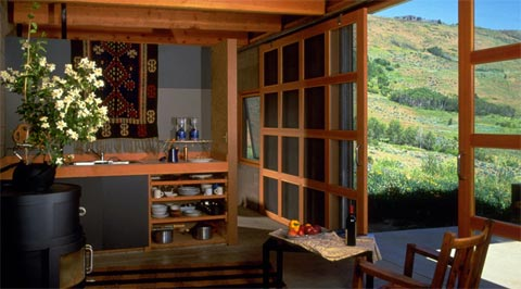 small-modern-cabin-maquand