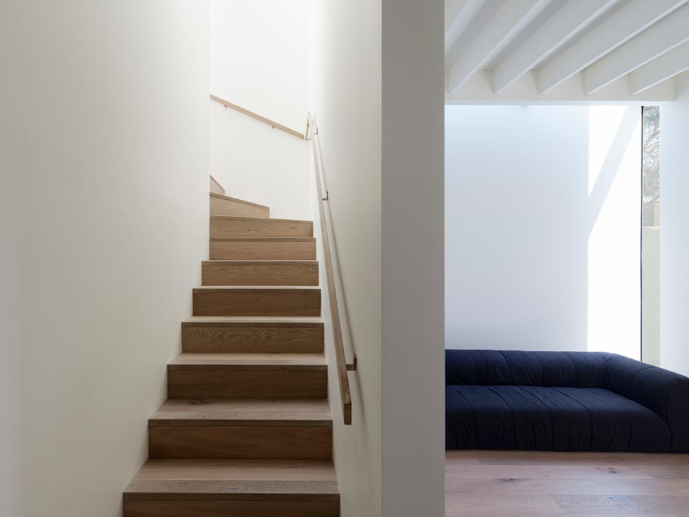 small modern cottage stairs - House SE