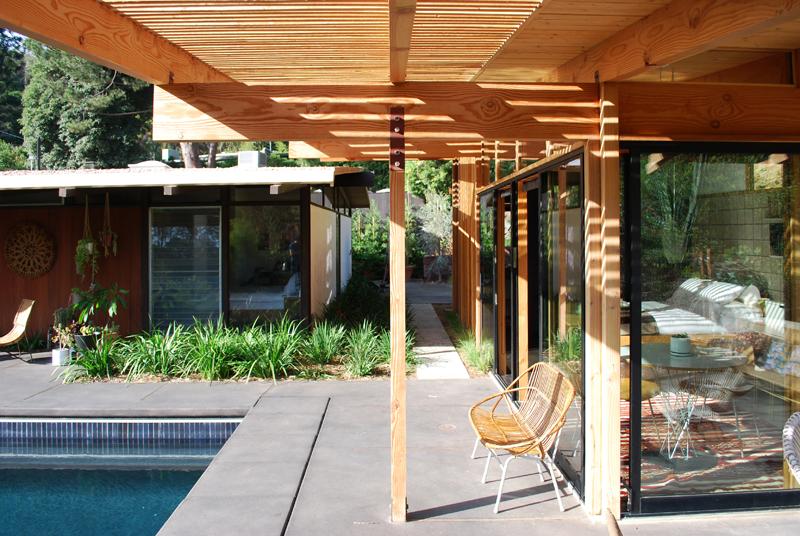 small-modern-house-bb10