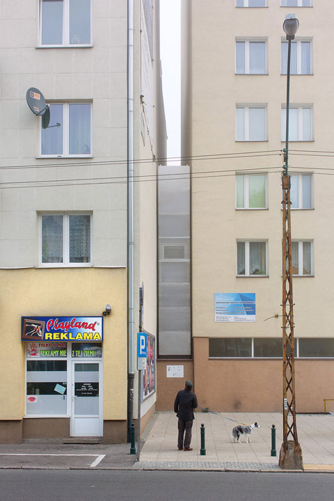 small-narrow-house-keret-01