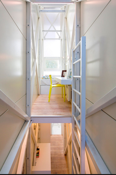 small-narrow-house-keret-04