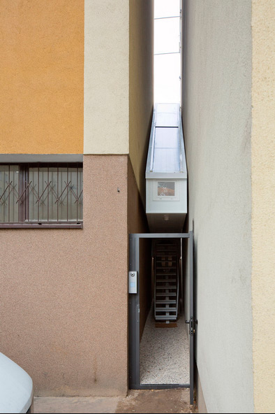 small narrow house keret 10 - Keret House: Wild Idea Brought to Reality