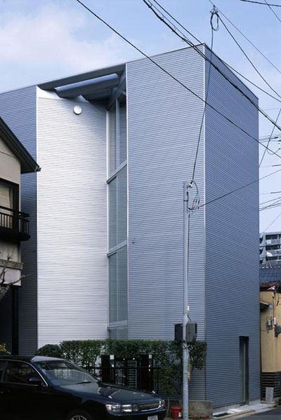small narrow house w 2 - W Window House: a shimmering steel tower