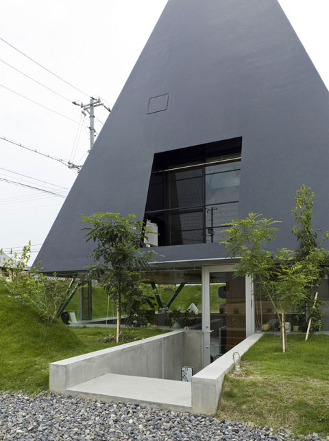 small-pyramid-house-saijo