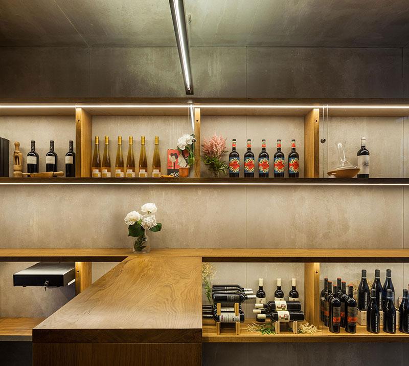 Tiny 15 Sq M Wine Shop Design In Pamplona Spain