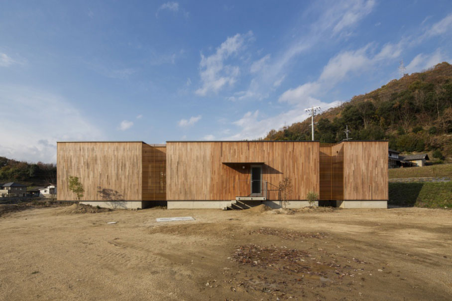 small-wooden-box-house-3