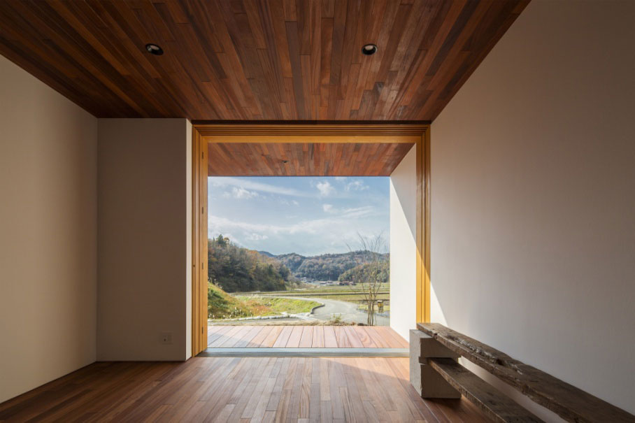 small-wooden-box-house-5